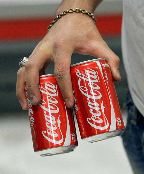 1 lon Coca bao nhiêu calo? Uống Coca có béo không?
